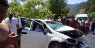 Ehliyetsiz sürücü karşı şeride geçti: 3 yaralı