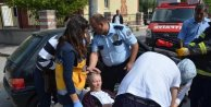 Emanet otomobille kaza yapan kadın, yaralanan annesi için gözyaşı döktü