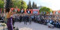 Funda Arar, Gaziantepteki Hıdırellez şenliklerinde konser verdi