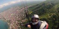 Gazeteci yamaç paraşütü yaparken ağır yaralandı