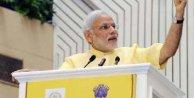 Hindistan Başbakanı 35 bin kişiye yoga yaptırdı