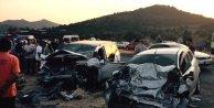İki otomobil çarpıştı: 1 ölü 5 yaralı