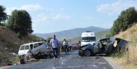 İki otomobil kafa kafaya çarpıştı: 3 ölü, 6 yaralı