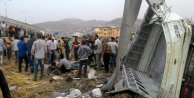 İşçi taşıyan kamyonet şarampole yuvarlandı; 4 ölü, 20 yaralı