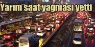 İstanbul'da kar esareti: Metrobüs seferleri durdu