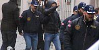 İzmirdeki yasadışı dinleme operasyonunda gözaltındaki 20 kişi, adliyeye sevk edildi (2)