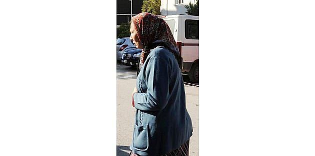 Kadını Sokak Ortasında Yere Yatırıp Parasını Gasp Etti
