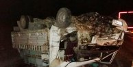 Kamyonetle otobüs çarpıştı: 1 ölü, 1 yaralı