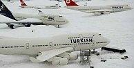 Kar fırtınası sonrası New York'a ilk THY uçağı indi