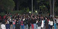 Kız Öğrenciler Yurt Şartlarini Protesto Etti
