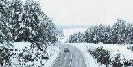 Kosovada bahar, yerini kar yağışına bıraktı