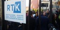 Kosovada televizyon çalışanlar kendi kurumlarını ve baş editörleri protesto etti