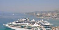 Kuşadasına 6 gemiyle toplam 15 bin 485 turist geldi