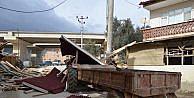 Lodos Bursada çatı uçurdu, ağaç devirdi (3)