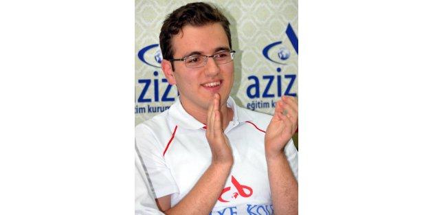 LYSde 500 tam puan alan Ahmet Nihat Emeksiz Türkiye birincisi