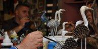Mahkumlar, kozalaklardan özgürlük simgesi kuş figürü yaptı