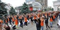 Makedonyada 1200 lise mezunu kadril dansı oynadı