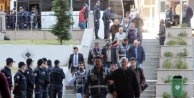 Mersin'de  34 belediyeci adliyeye sevk edildi, başkan aranıyor