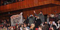 MEVLANA TOPLANTISINDA ÜNİVERSİTELİLERİN VALİ PROTESTOSU
