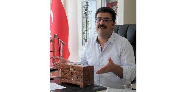 MHPli Başkan, AB bayraklarını kaldırttı