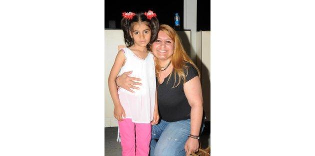 Minik Zeynep ilik nakli için Antalyaya geldi