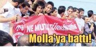 Mollalar Türk bayraklı Traktör taraftarlarını hapse attı