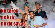 Ne terör, ne savaş ne hükümet krizi: Antalya'da eğlence tam gaz