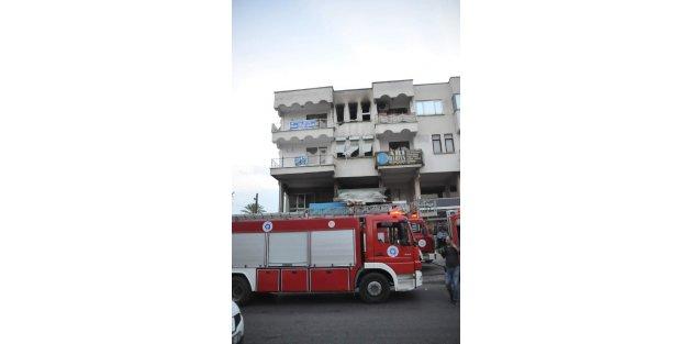 Oda başkanının annesini yangında komşuları kurtardı