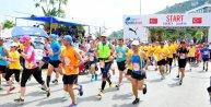 Omurilik felçlileri için düzenlenen koşuya 3500 kişi katıldı