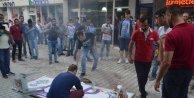 Orhangazi'de HDP'nin tabelasını indirip yaktılar