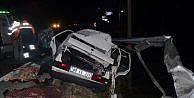 Otomobil Bariyerlere Saplandı: 3 Ölü, 3 Yaralı