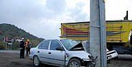 Otomobil Elektrik Direğine Çarpti: 5 Yaralı