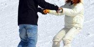 Özge Özder, Palandökende snowboard öğreniyor