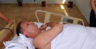 Paraşütle denize düşen turistin eşinin öldüğünden haberi yok