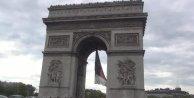 Pariste Meçhul Asker Anıtındaki meşale Çanakkale Şehitleri için yandı