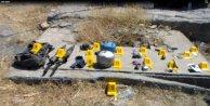 Pervaride kaçan PKKlıların bıraktığı bomba ve mühimmat bulundu