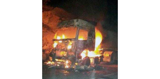 PKK, Nusaybinde 1 TIR ile 1 kamyonu yaktı