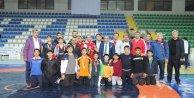 Rize'de zirve İBB'li güreşçilerin