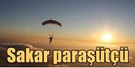 Sakar paraşütçü yanlışlıkla başka ülkeye indi