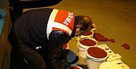 Salça kovaları içinde 13 bin 500 paket kaçak sigara