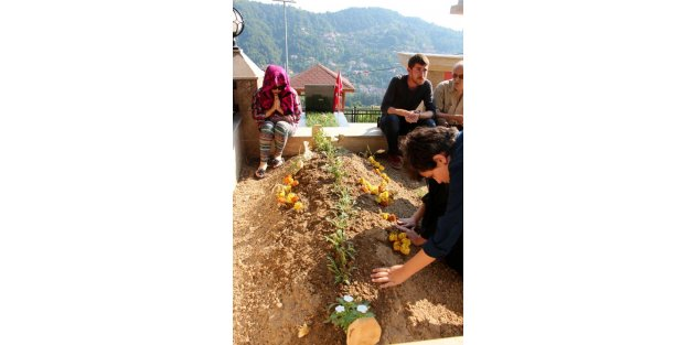 Şehit polisin mezarında Kuran okundu