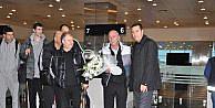 Sırp Partizan Takımı Çiçeklerle Karşılandı