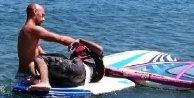 Sörf yapan Yunanlı, Suriyeli mülteciyi kurtardı