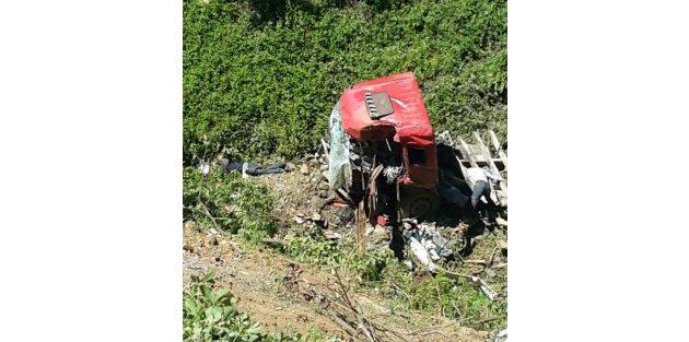 Susurluk'ta, taş yüklü kamyon uçuruma yuvarlandı: 2 ölü