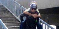 Taylandda yardım sever polise para ödülü