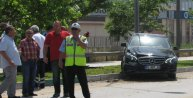 Tekstilci, otomobili ile önce ağaca sonra elektrik direğine çarptı