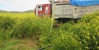 Terk edilmiş kamyonda 20 ton ham petrol ele geçti
