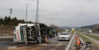 TIR kaza yaptı TEMde 10 kilometre kuyruk oluştu