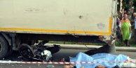 TIR'a çarpan motosikletteki 2 genç öldü