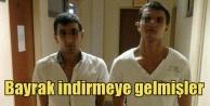 Türk bayrağı indirme modasına turistler de uydu
